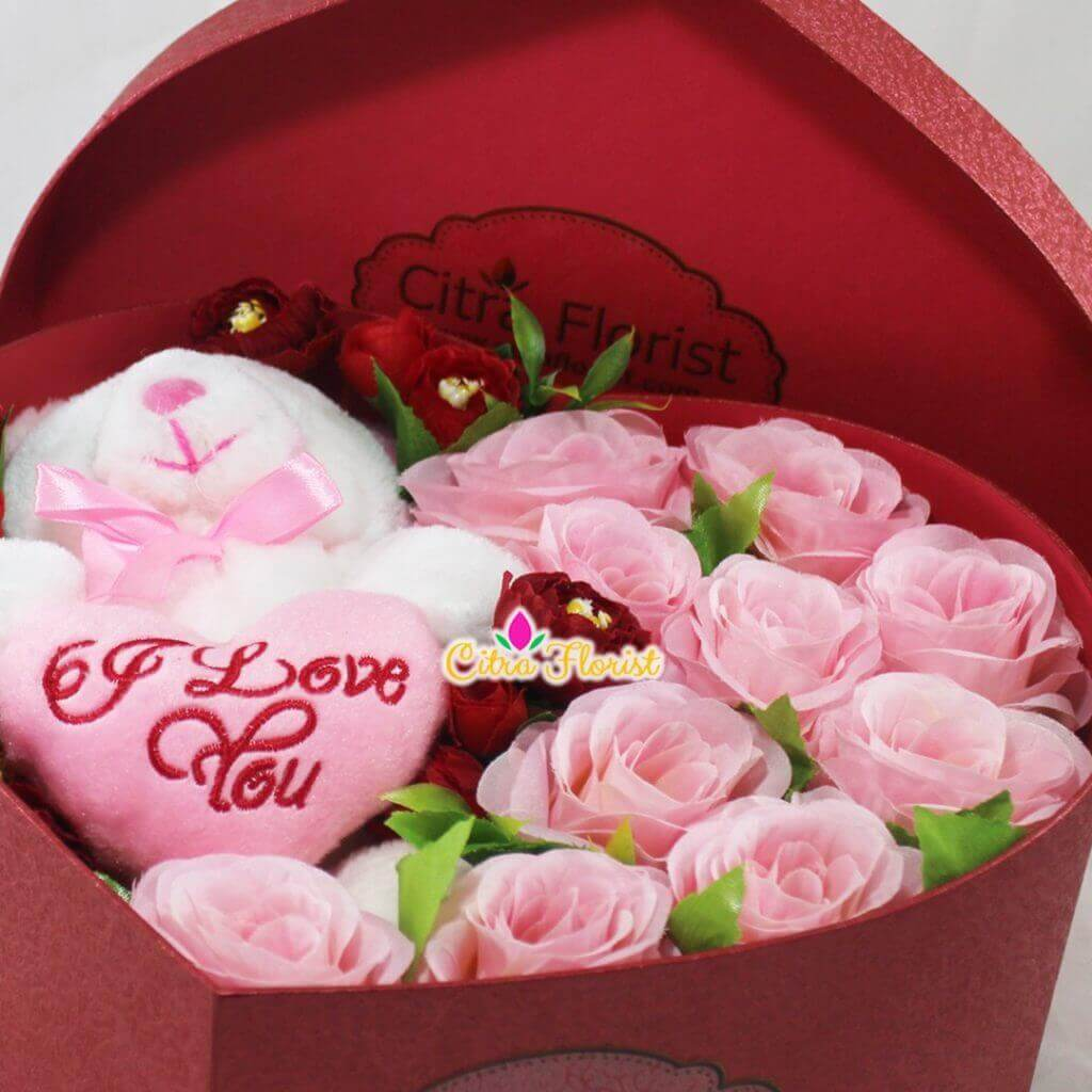 Artificial Flowerbox Sleeping Love Maroon