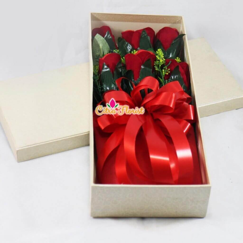 Artificial Flowerbox Red Roses Rectangle White